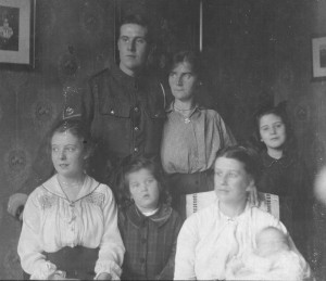 Harold hill's family 1916